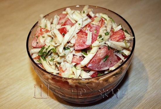 салат из кольраби с помидором и кинзой