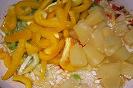 плюс ананасы и перец с сельдереем