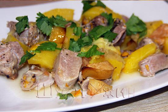 Тыква, запеченная с индейкой и яблоком рецепт