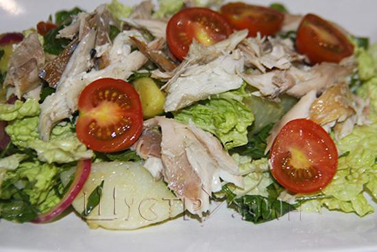Салат со скумбрией, рецепт