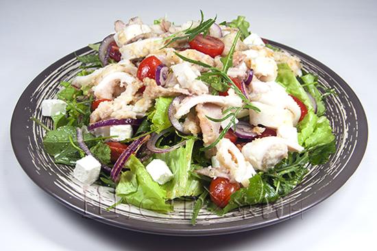 свежий салат с кальмаром, рецепт
