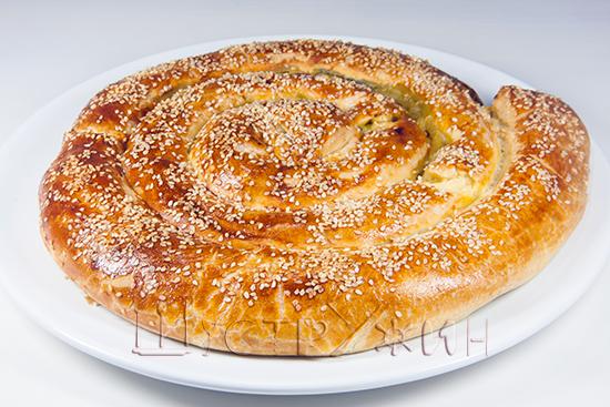 пирог улитка с сыром и шпинатом, рецепт