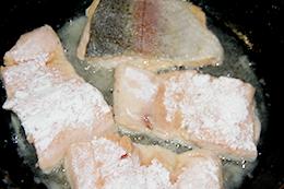 Форель в томатном соусе как приготовить фото