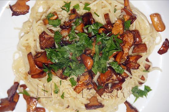 Спагетти с лисичками, рецепт