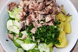 Салат с тунцом и огурцом, как приготовить фото