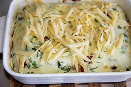 несладкая творожная запеканка с зеленью и овощами в духовке, как приготовить фото